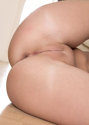 Free Big Ass Shaved Pussy Porn Pictures