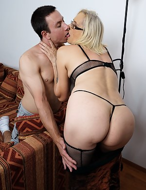 Free Big Ass Mom and Boy Porn Pictures