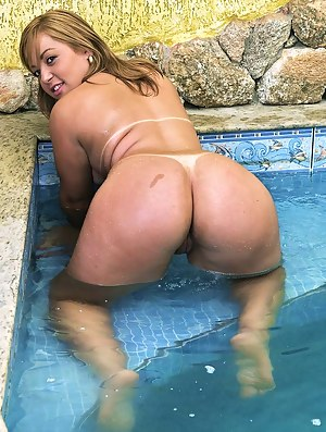 Free Big Ass Pool Porn Pictures